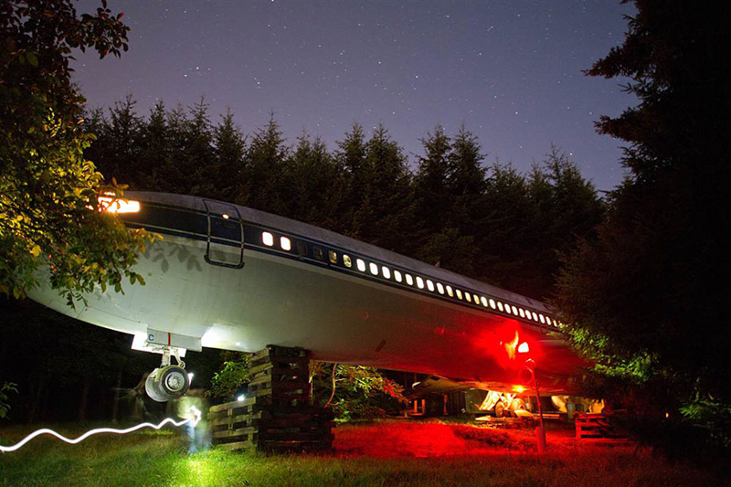 4_abandoned-airplane-house-pacific-woods